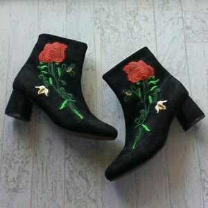 Sociology Floral Embroidered Black Boots Size 9.5